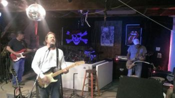 Basnight's Lone Cedar Outer Banks Seafood Restaurant, Southern English Band