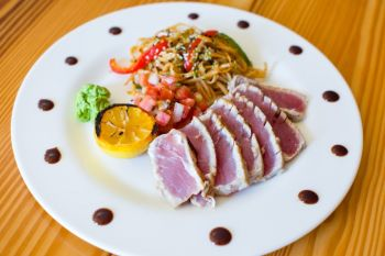 Basnight's Lone Cedar Outer Banks Seafood Restaurant, Fresh Rare Seared Yellowfin Tuna